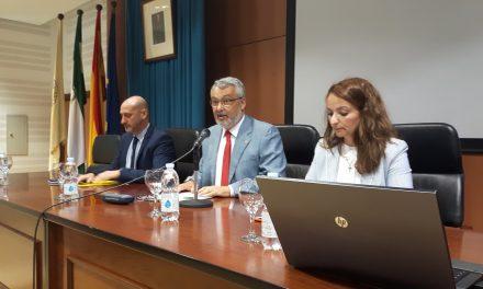 La académica Inés Fernández-Ordóñez aborda en la UHU ´La variación gramatical en el español europeo´