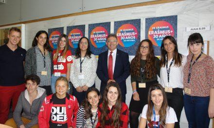 Representantes de 23 países exponen su oferta educativa en la Universidad de Huelva