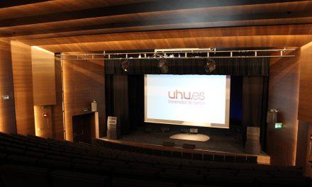 Ambiente festivo en la puesta en escena del nuevo Auditorio de la Universidad de Huelva