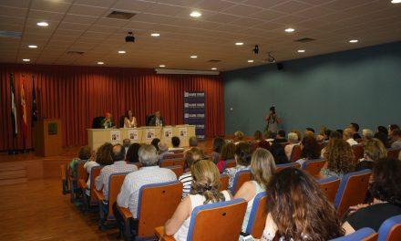 Rosa María Calaf y Madre Coraje, juntos por la igualdad de género en la Onubense