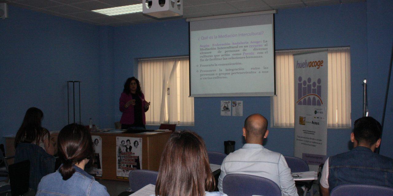 Huelva Acoge muestra en la Onubense cómo es la mediación sanitaria intercultural