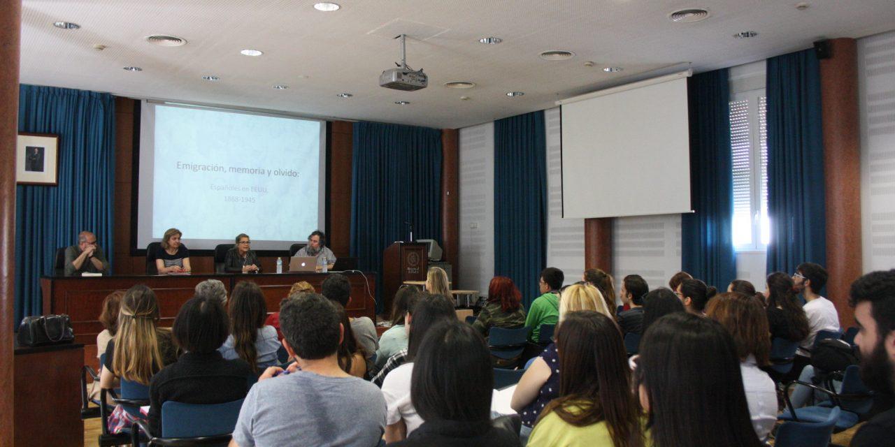La UHU da visibilidad a la emigración invisible con el experto James Fernández