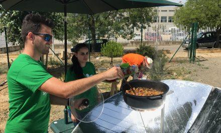 La Universidad de Huelva muestra el valor de la comida ecológica a través de la cocina solar