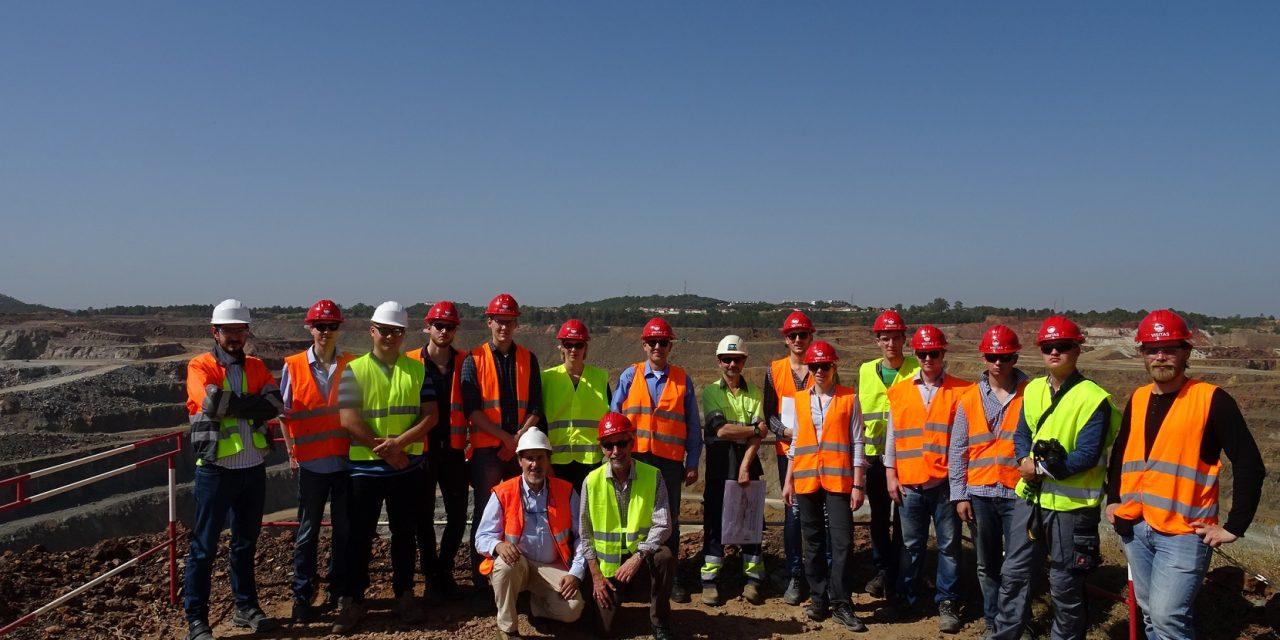 Visita de estudiantes alemanes para conocer nuestra minería metálica e industrial