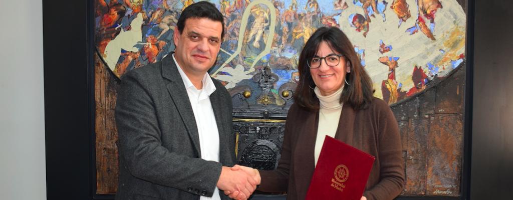 La rectora María Antonia Peña junto al alcalde de Los Marines Israel Arias